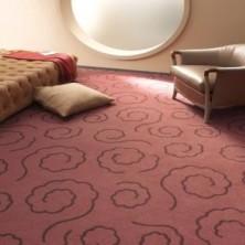 ковролин розовый на полу